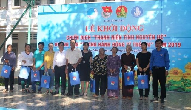Thanh niên Bình Định góp tiền xây nhà cho hộ nghèo - 4