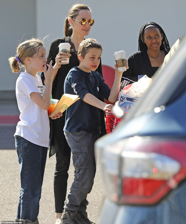 Angelina Jolie dành ngày cuối tuần cho các con - 2