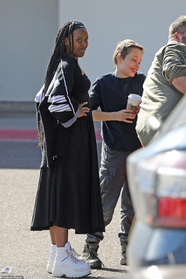 Angelina Jolie dành ngày cuối tuần cho các con - 3