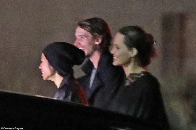 Angelina Jolie dành ngày cuối tuần cho các con - 8