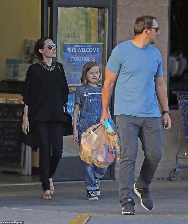 Angelina Jolie dành ngày cuối tuần cho các con - 6