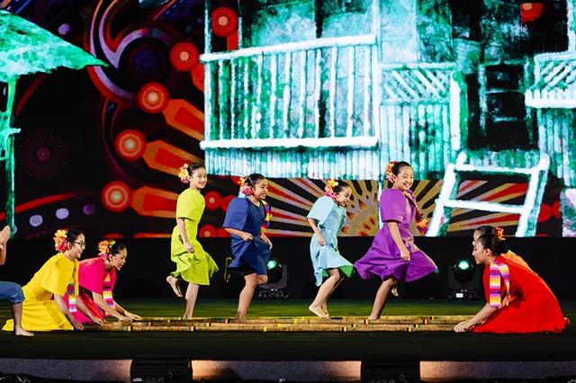 Gặp gỡ Đông - Tây trên dòng sông Hội mở màn đêm nghệ thuật tại Vinpearl Land Nam Hội An - 7