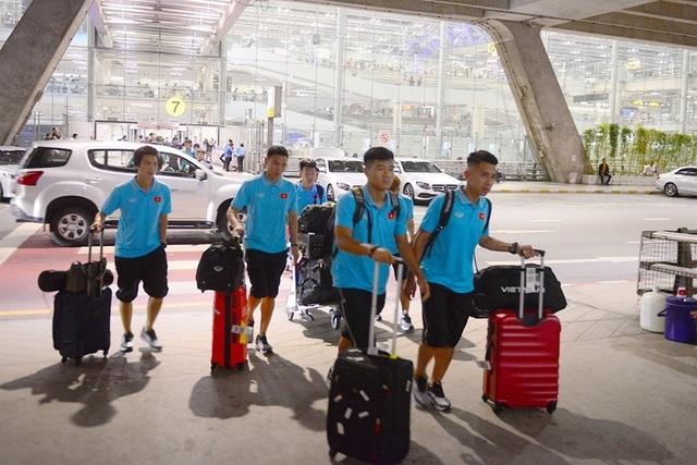 Đội tuyển Việt Nam có mặt tại Bangkok, sẵn sàng cho King.s Cup