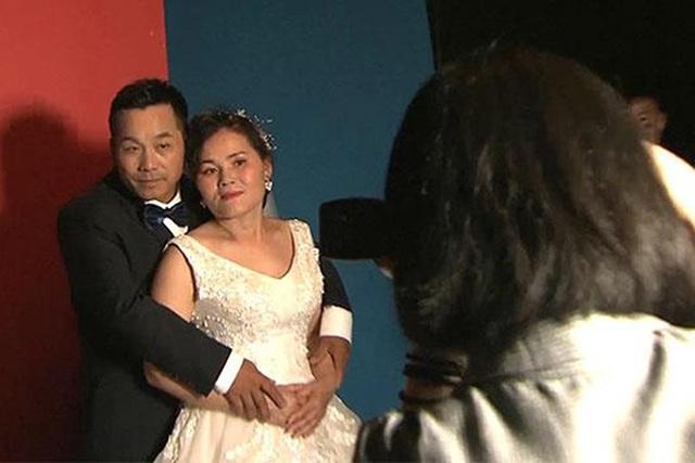 Câu chuyện cảm động đằng sau ảnh cưới của lao động nhập cư nghèo Trung Quốc - 1