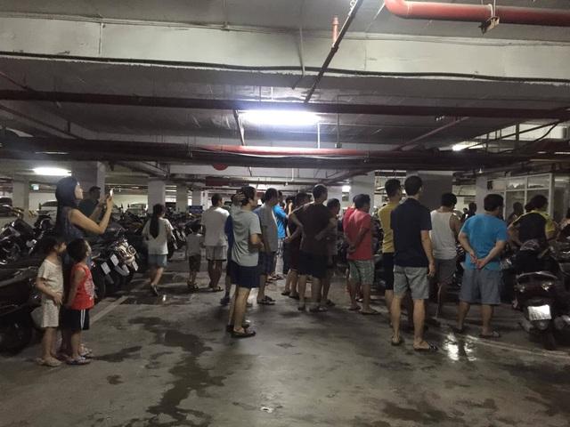 Hà Nội: Cả chung cư Hapulico náo loạn vì cháy cục wifi dưới tầng hầm - 1