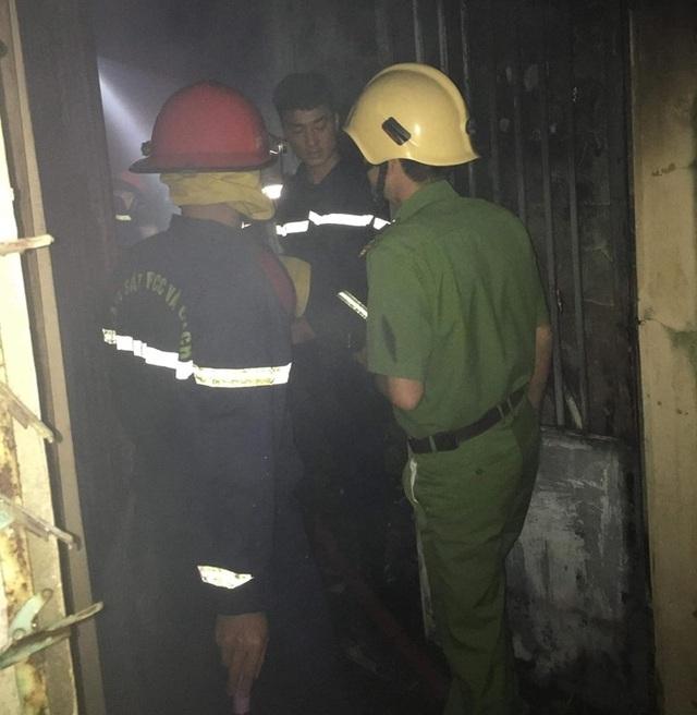 Giải cứu thành công bé trai 3 tuổi ngất lịm trong đám cháy - 1