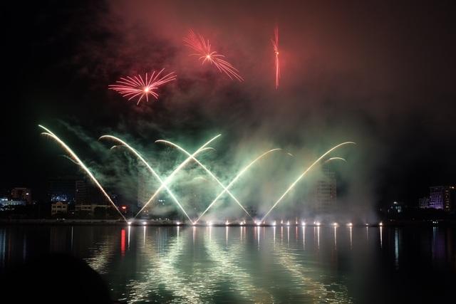 Sông Hàn rực rỡ sắc màu đêm khai hội pháo hoa - 7