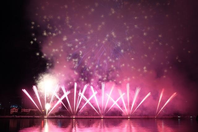 Sông Hàn rực rỡ sắc màu đêm khai hội pháo hoa - 6