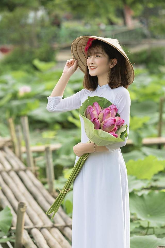 Thiếu nữ quê quan họ Bắc Ninh tinh khôi bên hoa sen - 1