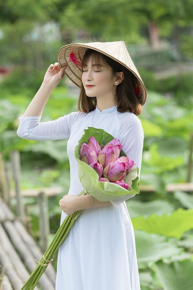 Thiếu nữ quê quan họ Bắc Ninh tinh khôi bên hoa sen - 2