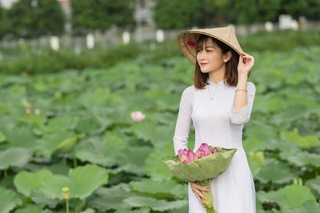 Thiếu nữ quê quan họ Bắc Ninh tinh khôi bên hoa sen - 5