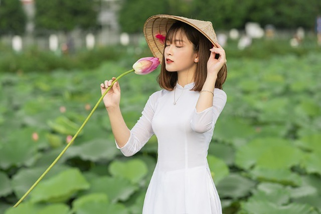 Thiếu nữ quê quan họ Bắc Ninh tinh khôi bên hoa sen - 8