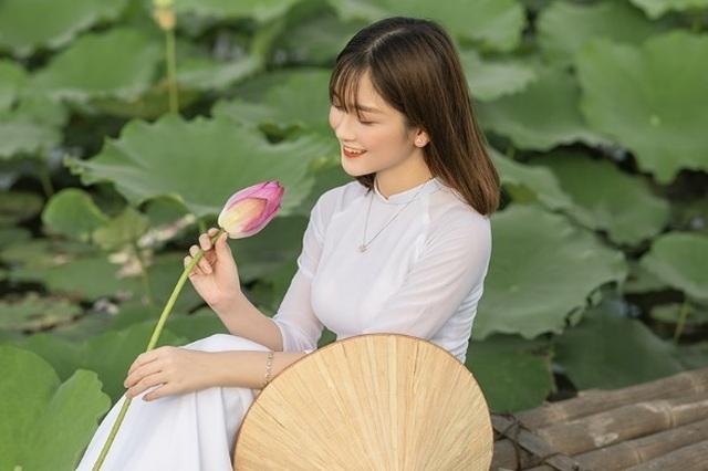 Thiếu nữ quê quan họ Bắc Ninh tinh khôi bên hoa sen - 6