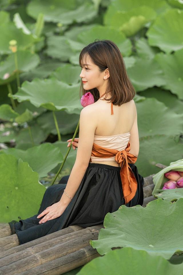 Thiếu nữ quê quan họ Bắc Ninh tinh khôi bên hoa sen - 7