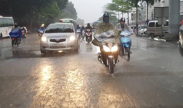 Miền Bắc mưa lớn suốt tuần, nguy cơ lũ quét, sạt lở đất - 1