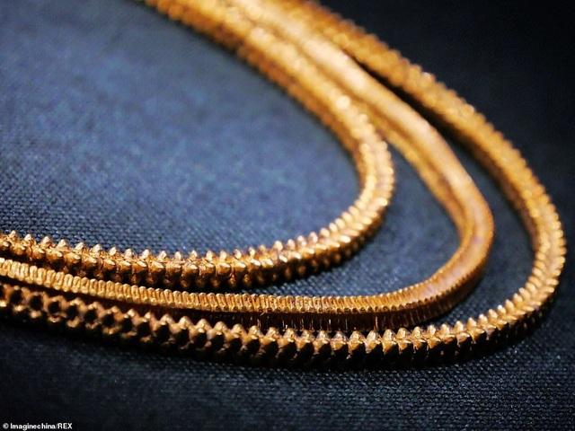 Tìm được dây chuyền vàng 800 năm tuổi trong xác tàu đắm Trung Quốc - 1
