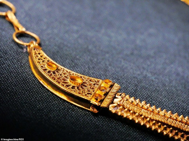 Tìm được dây chuyền vàng 800 năm tuổi trong xác tàu đắm Trung Quốc - 4