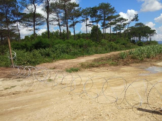 """Vụ cát tặc """"hoành hành"""" trong trại giam: Lập hàng rào sắt chặn các con đường giáp ranh - 2"""