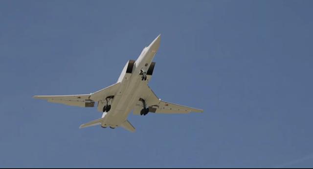 """""""Sát thủ diệt hạm siêu thanh"""" Tu-22M3M của Nga phô diễn kỹ năng trên không - 1"""