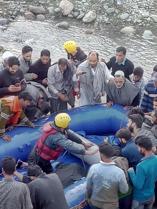 Hướng dẫn viên chấp nhận tử vong để xả thân cứu 7 khách du lịch - 2