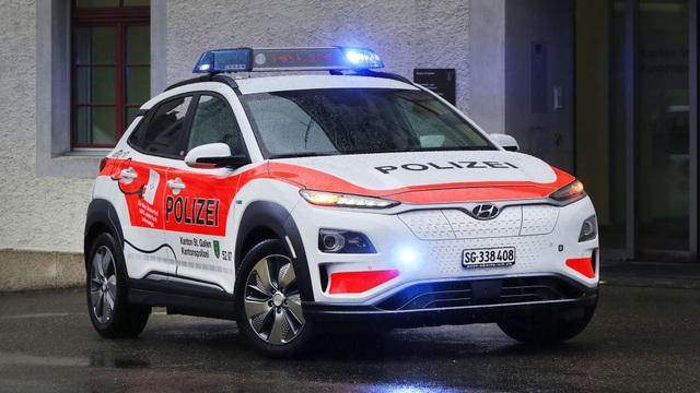 Vì sao cảnh sát Thuỵ Sĩ chọn Hyundai Kona Electric làm xe tuần tra? - 1