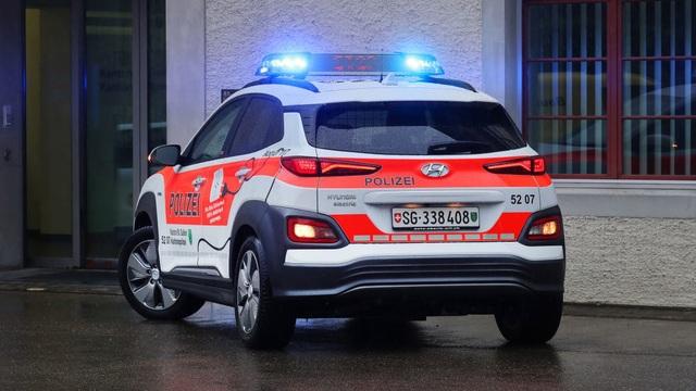 Vì sao cảnh sát Thuỵ Sĩ chọn Hyundai Kona Electric làm xe tuần tra? - 2