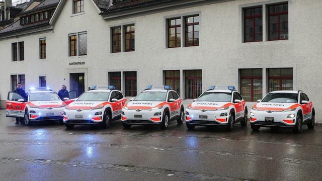 Vì sao cảnh sát Thuỵ Sĩ chọn Hyundai Kona Electric làm xe tuần tra? - 4