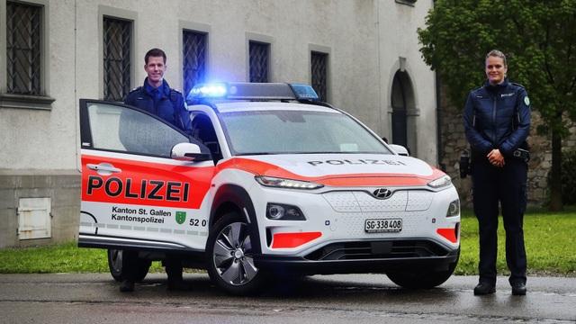 Vì sao cảnh sát Thuỵ Sĩ chọn Hyundai Kona Electric làm xe tuần tra? - 3