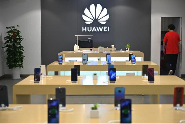Huawei bắt đầu cắt giảm một số dây chuyền sản xuất điện thoại - 1