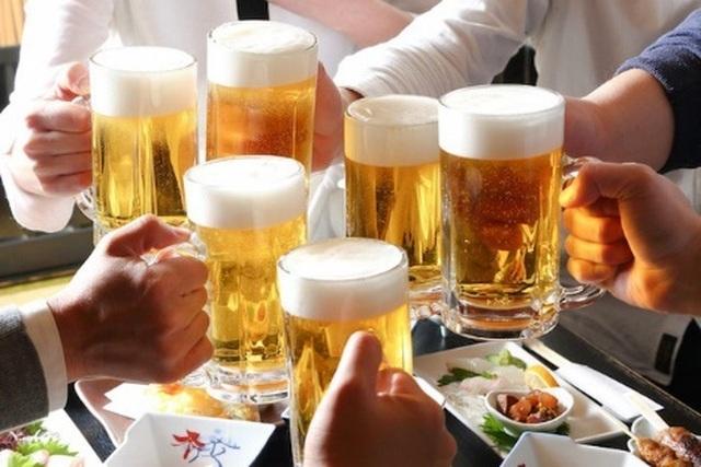 Tranh cãi quy định cấm bán rượu, bia sau 22h liệu có khả thi? - 1