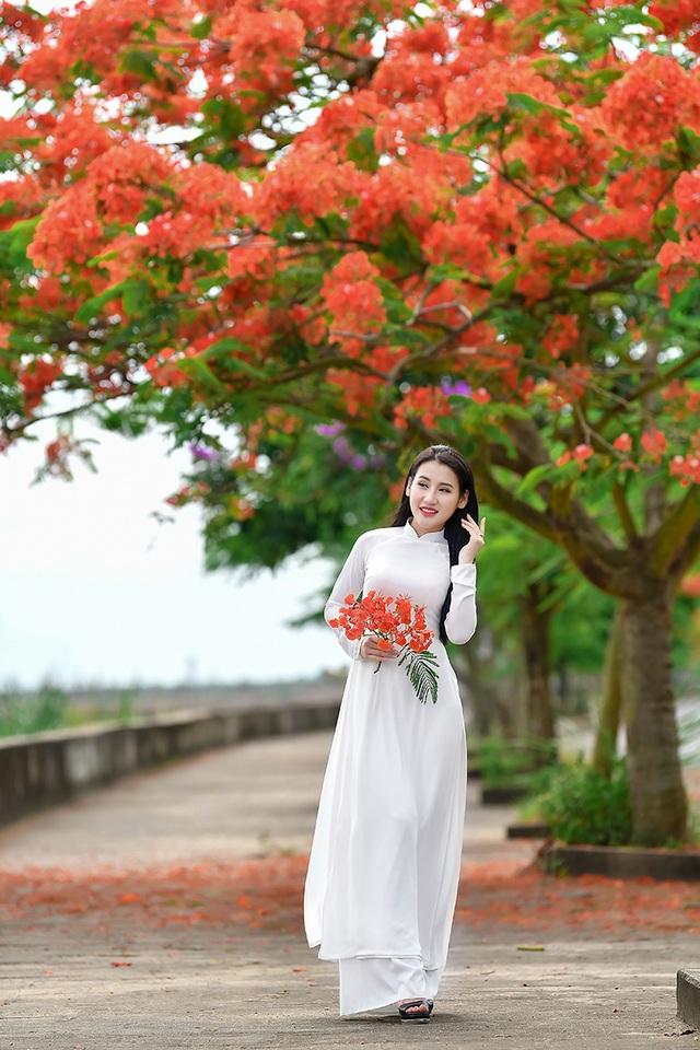 Cô gái xinh đẹp thả hồn trên con đường hoa phượng đỏ Hải Phòng - 5