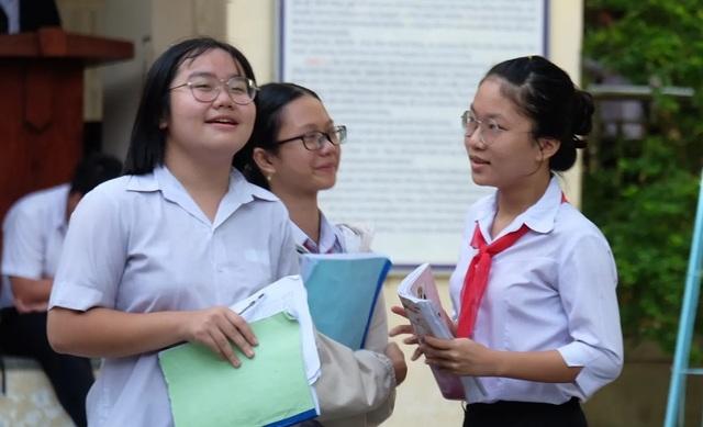 Sáng nay, gần 180.000 học sinh Hà Nội, TPHCM và Đà Nẵng thi vào lớp 10 - 8