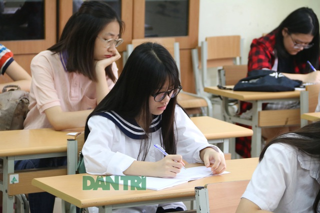Tuyển sinh lớp 10 Hà Nội: Gần 500 thí sinh bỏ thi trong buổi đầu tiên - 1