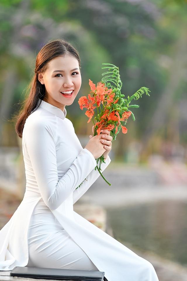 Nữ sinh THPT Trần Phú cao 1m70, dáng chuẩn người mẫu - 3