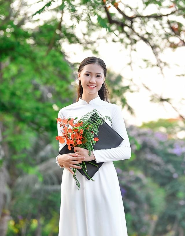 Nữ sinh THPT Trần Phú cao 1m70, dáng chuẩn người mẫu - 5