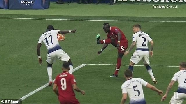 Trọng tài đúng hay sai khi thổi penalty cho Liverpool? - 1