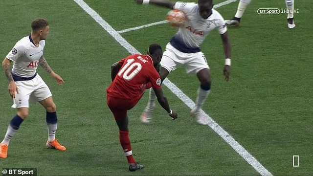 Trọng tài đúng hay sai khi thổi penalty cho Liverpool? - 2