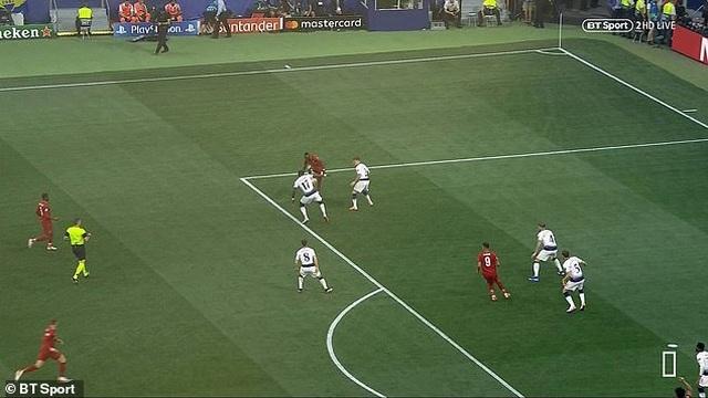 Trọng tài đúng hay sai khi thổi penalty cho Liverpool? - 3