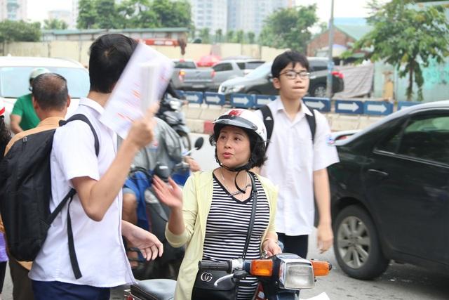 Hà Nội: Ngày Chủ nhật nín thở của phụ huynh có con thi vào lớp 10 - 2