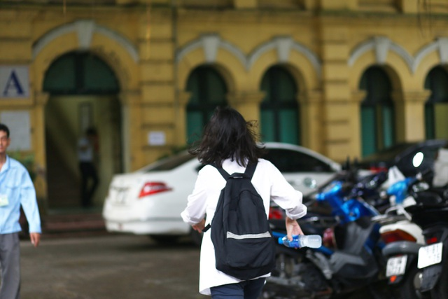 Hà Nội: Ngày Chủ nhật nín thở của phụ huynh có con thi vào lớp 10 - 5