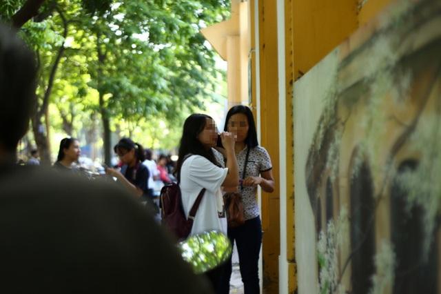 Hà Nội: Nhớ nhầm giờ, nữ sinh lỡ hẹn với bài thi Toán vào lớp 10 - 1