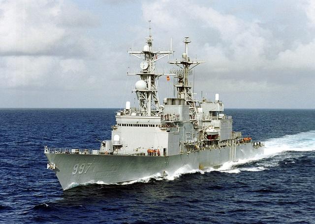 Nhà Trắng lên tiếng về người yêu cầu tàu USS John McCain đi khuất mắt ông Trump - 1