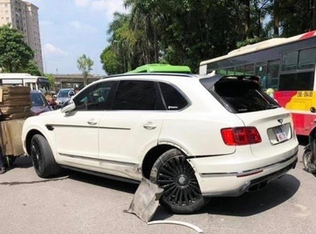 SUV siêu sang Bentley Bentayga đầu tiên bị tai nạn tại Việt Nam - 3