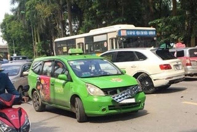 SUV siêu sang Bentley Bentayga đầu tiên bị tai nạn tại Việt Nam - 1