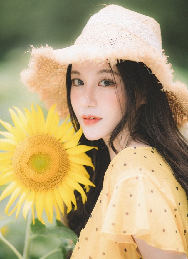 Hot girl ĐH Thương mại gây thương nhớ với bộ ảnh bên hoa hướng dương - 1