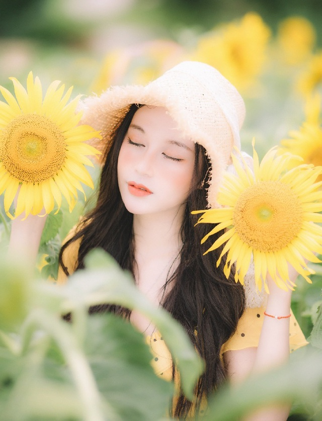 Hot girl ĐH Thương mại gây thương nhớ với bộ ảnh bên hoa hướng dương - 9