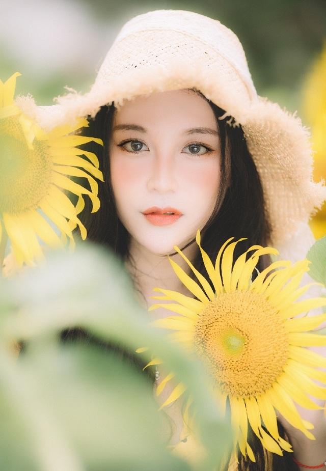 Hot girl ĐH Thương mại gây thương nhớ với bộ ảnh bên hoa hướng dương - 10