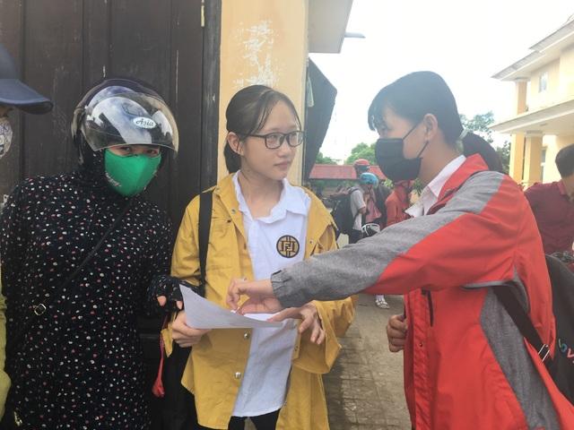 Thi lớp 10 tại Quảng Bình: Xôn xao đề Văn giống hệt đề thi học kỳ 2 - 3
