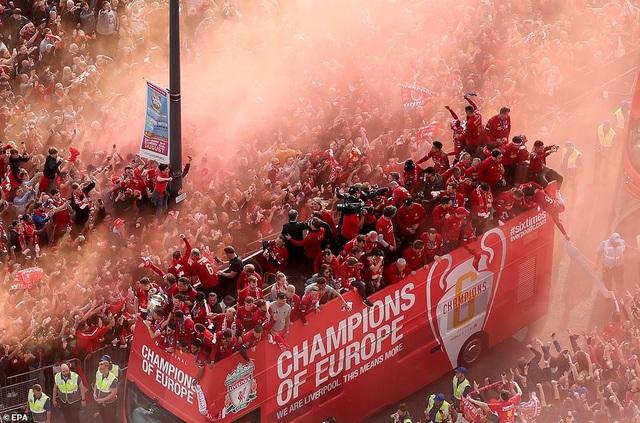 Pep Guardiola chúc mừng Jurgen Klopp sau chức vô địch Champions League - 2