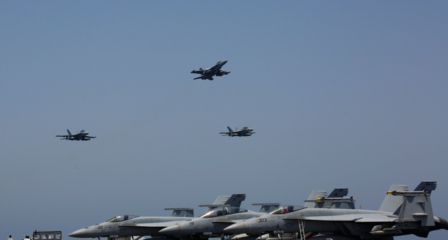 B-52, tàu sân bay Mỹ tập trận mô phỏng tấn công sát Iran - 7